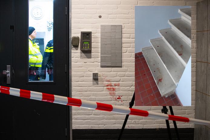 Politie 's nachts ter plekke na de steekpartij in de flat. Inzet: bloedsporen de volgende ochtend.