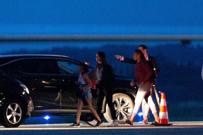 Barack Obama arrive en famille à l'aéroport d'Avignon le 14 juin 2019.