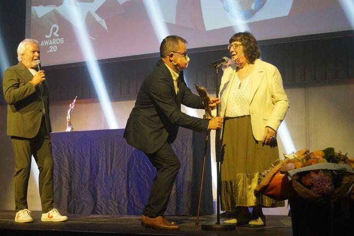 Cecile Rapol kreeg een Lifetime Achievement Award