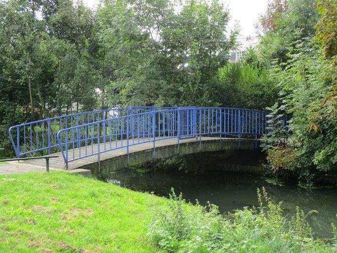 De voetbrug op het Westeind verdwijnt.