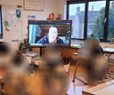 Vanuit hun klaslokaal in Klundert kregen leerlingen van groep i van Het Palet les van hun juffrouw Jackelien Roks in St. Willebrord.