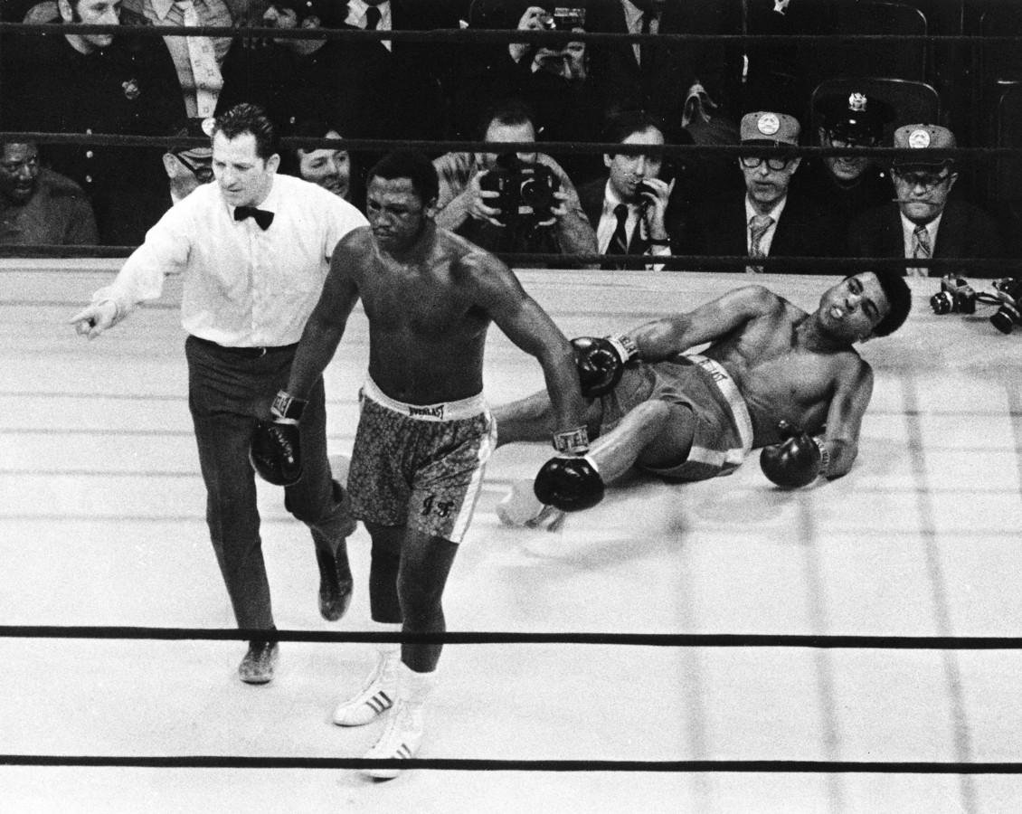 Ali ligt op de grond.