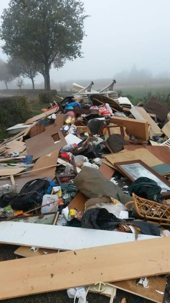 De berg afval die werd gedumpt in Malden.