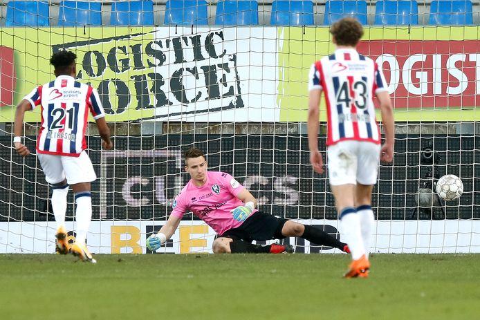 Mike Trésor zet Willem II vroeg in de tweede helft vanaf de stip op voorsprong.
