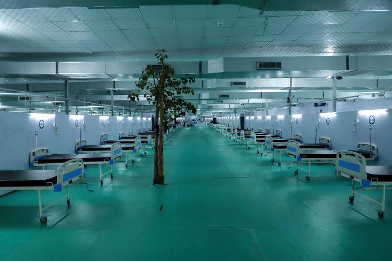 Een noodhospitaal voor coronapatiënten in New Delhi, India.  Beeld AP