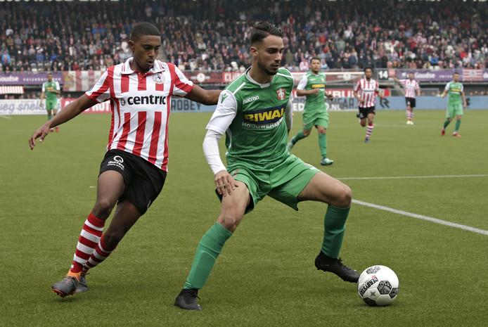 Karim Bannani  (rechts, nog in actie voor FC Dordrecht) is nu speler van Hoek.