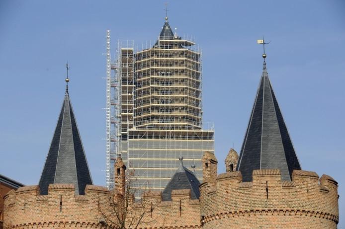 De Eusebiuskerk in Arnhem in de steigers.