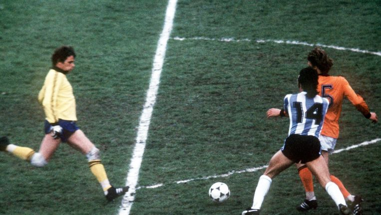 Jan Jongbloed in actie tijdens de WK-finale van 1978 tegen Argentinië. Beeld ANP
