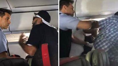 VIDEO. Dronken passagier vecht erop los in vliegtuig omdat hij geen bier meer krijgt