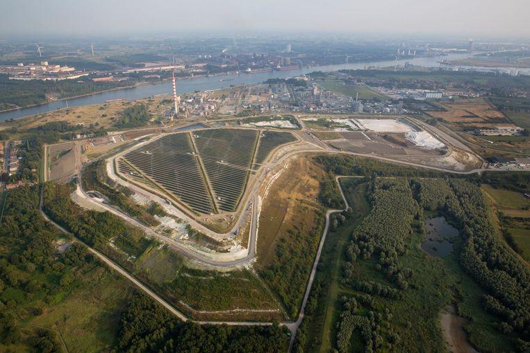 Terranova wil het vroegere baggerstort (rechts) saneren en omtoveren tot een dertig hectaregroot natuurgebied.