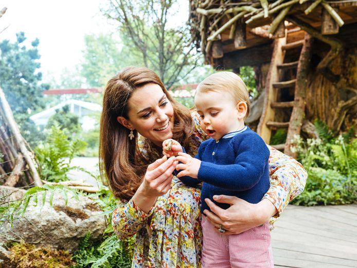 Kate met haar jongste zoontje, prins Louis.