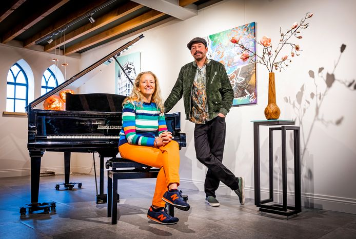 Helma Wagemakers en Vincent van de Griend in Gallery Griend, één van de locaties waar Bij Beijers Binnen zich zondag afspeelt