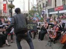 Des passants chefs d'orchestre d'un jour
