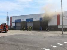 Veel rook bij brand op industrieterrein Rijnhaven