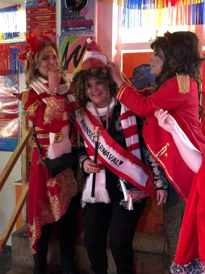 Miranda van Rooij liet zich carnavalsdinsdag alvast kronen als prinses van Döllekesgat