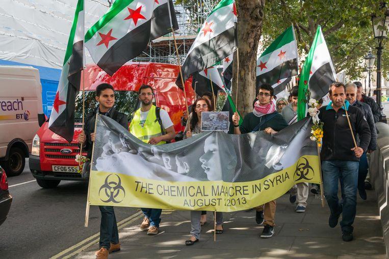 Syriërs in Londen protesteren tegen het gebruik van gifgas door het Syrische regime, een jaar na de gifgasaanval op Ghouta. Beeld Peter Marshall