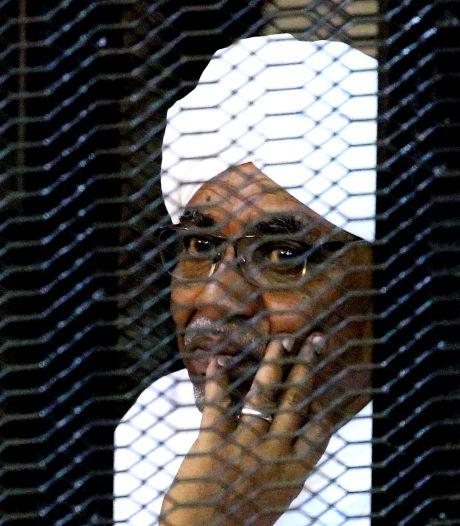 Proces tegen ter dood veroordeelde ex-dictator al-Bashir start moeizaam