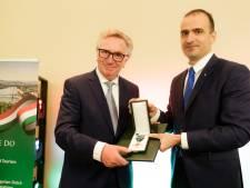 Burgemeester Van Rumund van Wageningen ontvangt Hongaarse onderscheiding