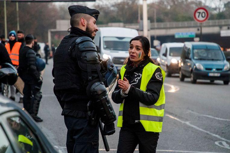 Vanmorgen probeerden actievoerders de ring van Parijs te blokkeren, maar de politie verhinderde dat. Beeld EPA