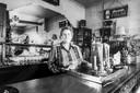 Vóór Viviane het café overnam, tapte haar tante Jeanne er 38 jaar lang de pintjes.