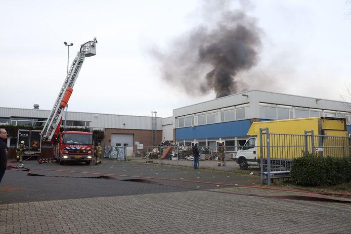 Grote brand op industrieterrein in Uden.