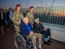Oversteek-veteranen (101 jaar) herdenken hun 48 gesneuvelde strijdmakkers