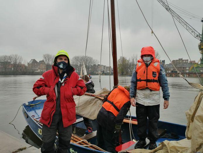 Zeescouts De Wilde Eend, met leider Matt Robichez