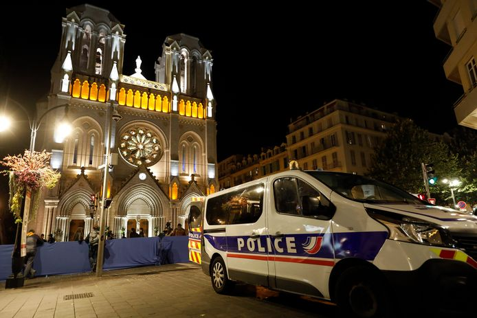 Bij de aanslag in de Notre-Dame van Nice donderdag kwamen drie mensen om het leven.