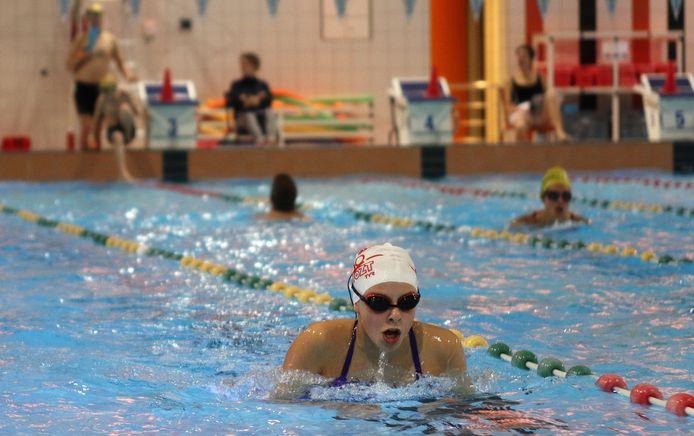 In het zwembad Sportoase Stede Akkers vind nog tot zondagnamiddag een zwemmarathon plaats.