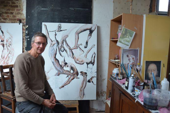 Patrik Roegiers, de voormalige uitbater van fitnesscentrum Corpus, stelt zijn werken tentoon in de Sint-Laurentiuskerk.