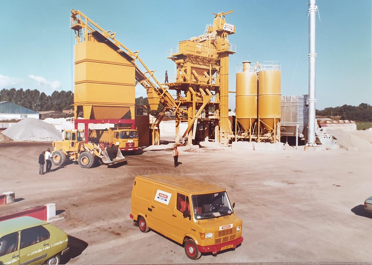 Historische foto van wegenbouwbedrijf Roelofs Den Ham dat in 2020 het 60-jarig bestaan viert.