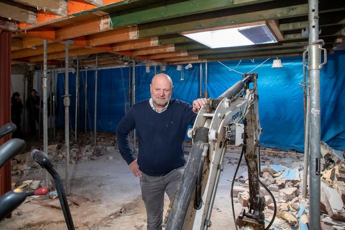 Willy Groeneveld is druk met de verbouwing.