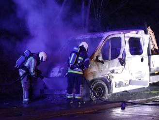 Bestelwagen brandt volledig uit in Sint-Annadreef