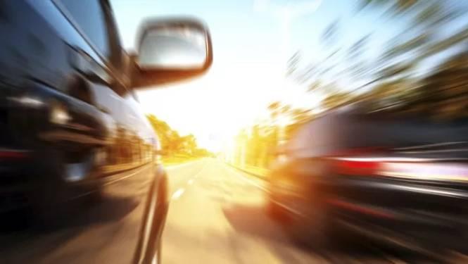 Plaats in iedere auto een snelheidsbegrenzer