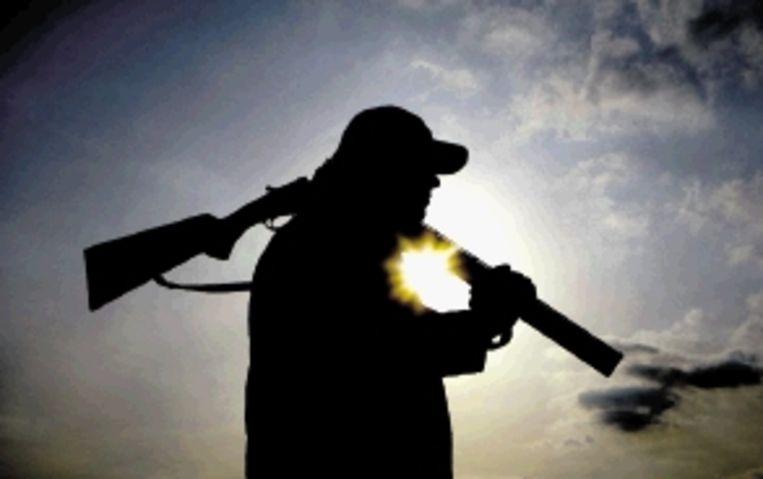 Rampzalig: zwaarbewapende mannen in camouflagekleuren, gesteund vanuit Den Haag. (FOTO KOEN SUYK, ANP) Beeld