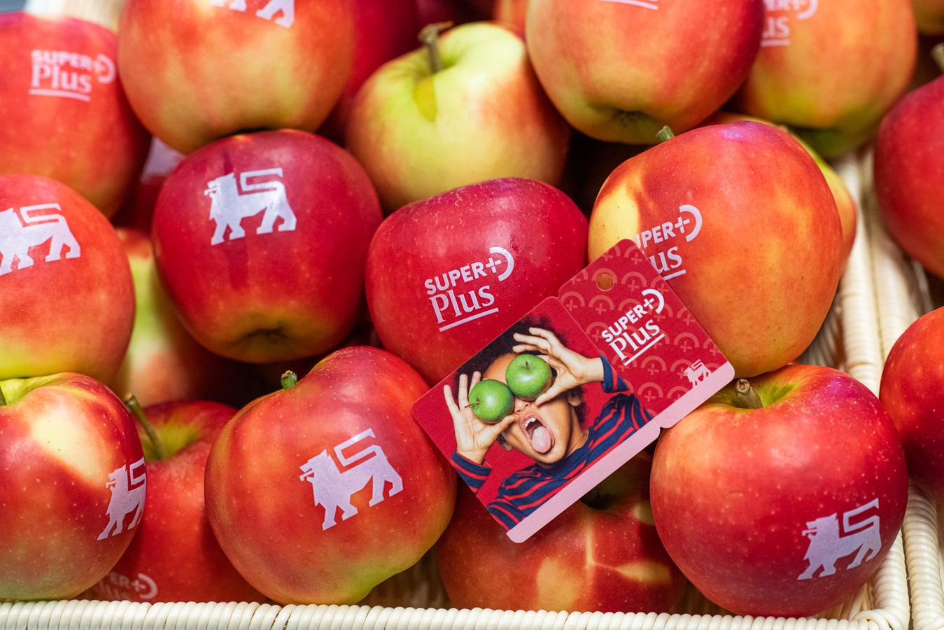 Appels met het Delhaize-logo bij de lancering van de SuperPluskaart.