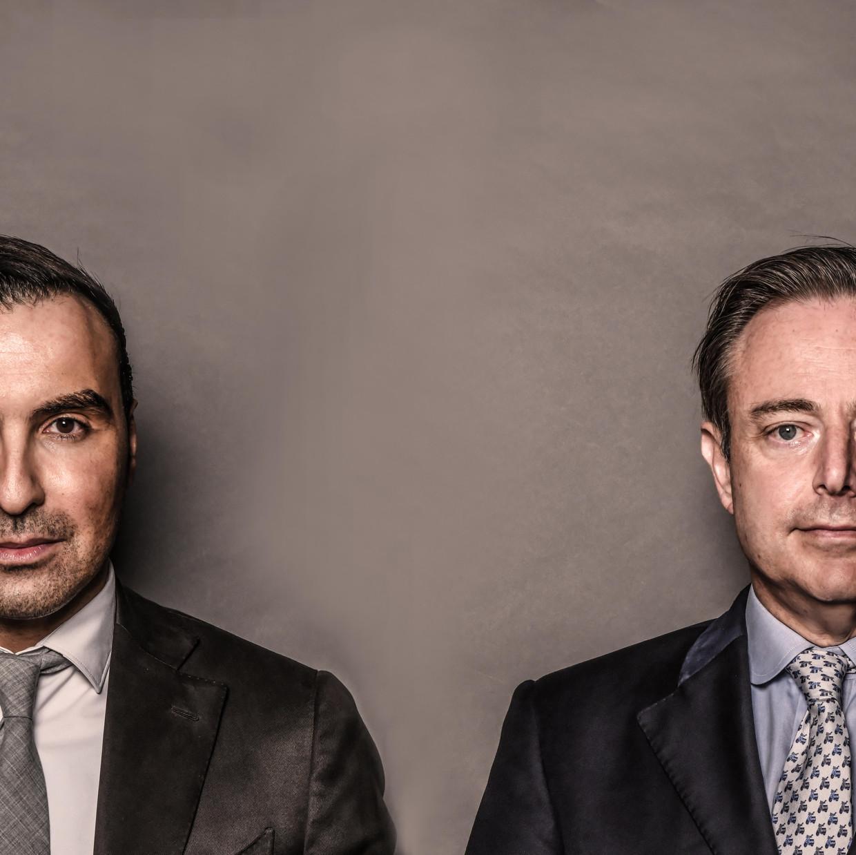 """""""Het dubbelinterview met Khalid Benhaddou en Bart De Wever staat vol juiste analyses, maar reikt geen oplossingen aan."""" Beeld Koen Bauters"""