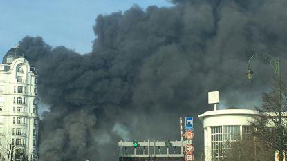 Donkere wolken boven Brussel na zware brand