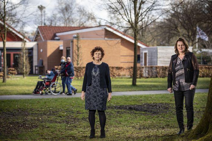 """Annamiek van Dalen (l) en Leontine Verhoeven van de Raad van Bestuur van De Twentse Zorgcentra: """"We hebben meer hbo'ers nodig en willen jonge collega's langer aan ons binden door meer carrière te bieden""""."""