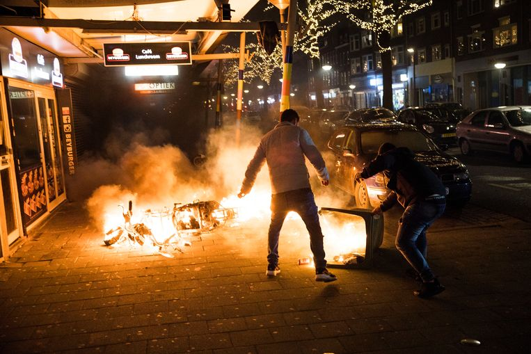 Rellen in Rotterdam.   Beeld