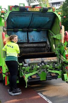Verslaggever Rachel is vuilnisvrouw voor een dag: 'Bij de derde container sta ik al te kokhalzen'