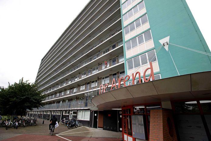 De Arend, de flat in Hoogeveen waarvan Sharleyne in juni 2015 vanaf viel.