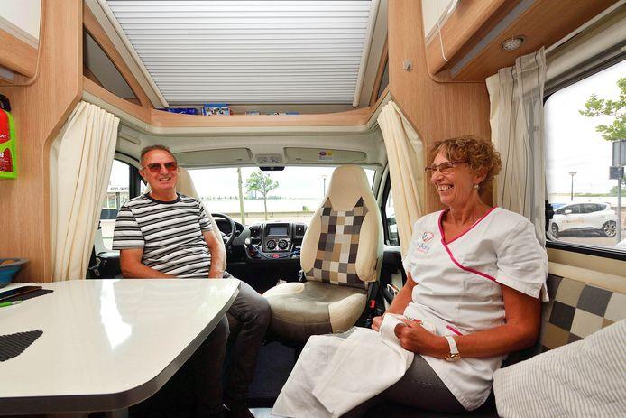 Bergenaren Bas en Jolanda Brand op 'vakantie' in eigen stad, aan de Boulevard.