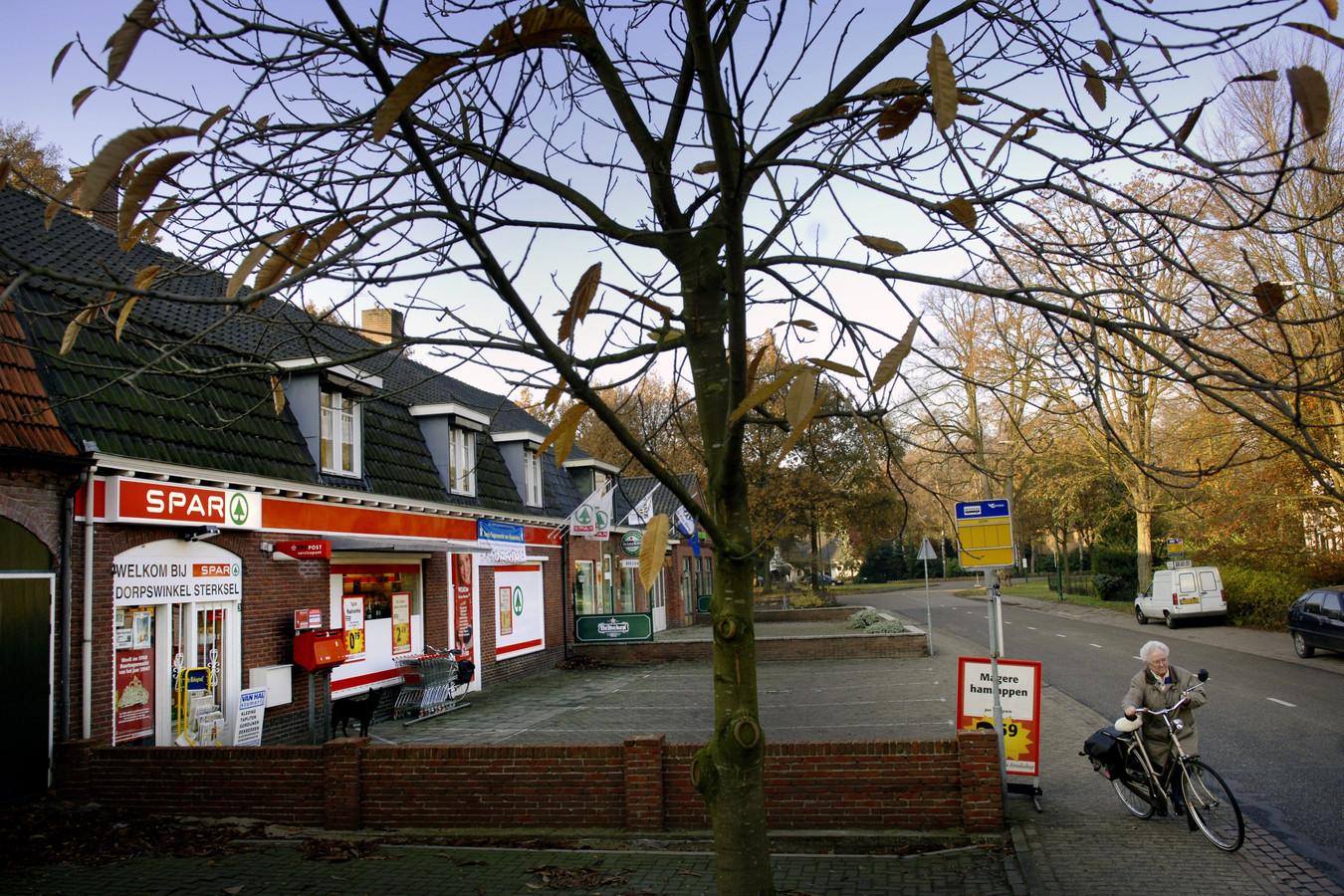 Dorpswinkel de Spar in Sterksel op een archieffoto uit 2005.