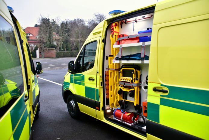 De bestuurder van de bestelwagen werd voor verzorging naar het ziekenhuis overgebracht.