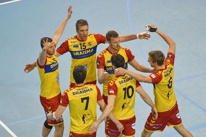 Landskampioen Dynamo is maandag goed vertegenwoordigd in het Eredivisie All Star Team.