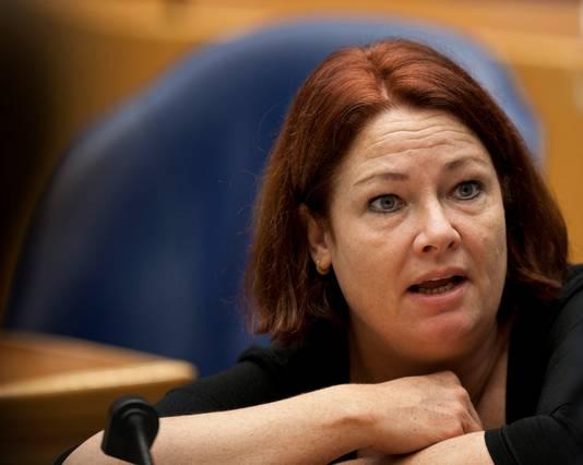 PVV-Kamerlid Karen Gerbrands eist duidelijkheid over prioriteiten van het inentingenbeleid.