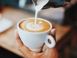 Cette nouvelle enseigne de café débarque en Belgique et risque de faire de l'ombre au géant Starbucks