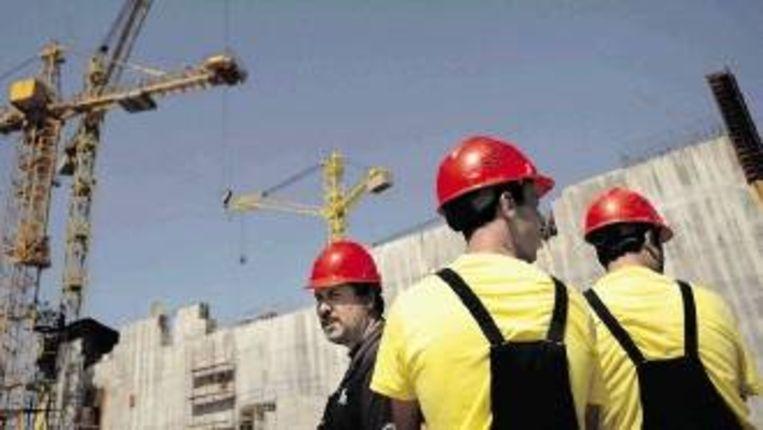In de Bulgaarse bouwsector is werk in overvloed, omdat veel Bulgaren naar het Westen zijn getrokken. (FOTO EPA) Beeld