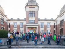 """Poetspersoneel UAntwerpen protesteert tegen nieuwe contracten: """"Plots verdien ik 300 à 400 euro minder. En ik hád het al niet makkelijk"""" """""""